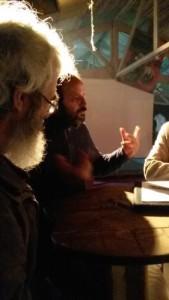 Une discussion dans la Ferme des Bouillons